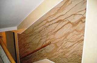 Repräsentative Wandverkleidung aus FlexSandstein anlässlich einer Treppenhausrenovierung