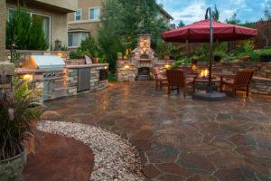 Wohlfühl-Terrasse mit Outdoorküche