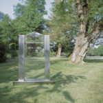 Edelstahlgrabmal mit beschriftbarer Glasplatte. Alternativ kann auch jegliche Steinsorte statt des Glases eingesetzt werden.