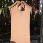 Grabmal aus rotem Sandstein in Jugendstil-Form