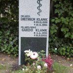 Grabstein aus schwarzem Granit