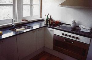 Küchenarbeitsplatten aus schwarzem schwedischen Hartgestein mit Unterbauspülbecken
