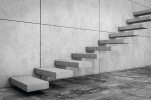 Freischwebende Blockstufentreppe aus grauem Granit